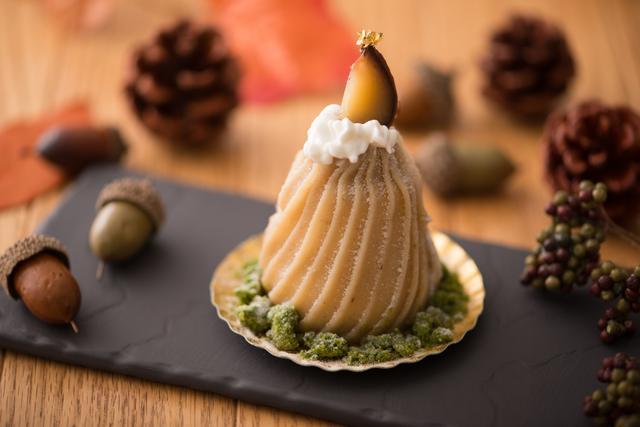 画像: ■レコルト…700円 カシスクリームの酸味とイチヂクのプチプチとした食感をアクセントに、ラム酒の香るクリームが特徴的な洗練された味わいを和栗クリームで包み込みました。ほのかな渋みの抹茶クランブルを周りにあしらい、和を表現しています。