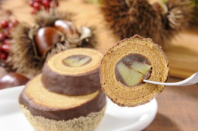 画像2: 世界初!栗を贅沢に使った リアルな栗の形のバームクーヘン