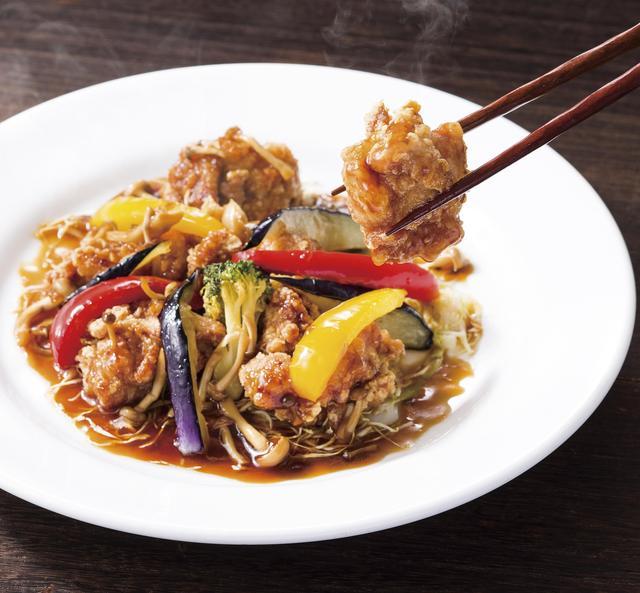 画像: ■若鶏の唐揚げ 黒酢ソース仕立て 999円(税込1,078円) カラッと揚げた若鶏の唐揚げに、風味豊かなとろみのある黒酢ソースをたっぷりと絡めました。 パプリカやブロッコリー、なすなどの彩り野菜の食感と、まろやかな黒酢の酸味が食欲をそそる、ごはんにぴったりの一皿です