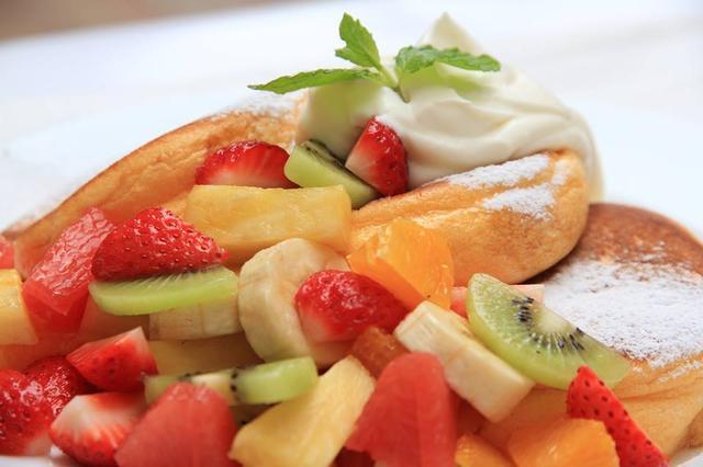 画像: 季節のフレッシュフルーツパンケーキ