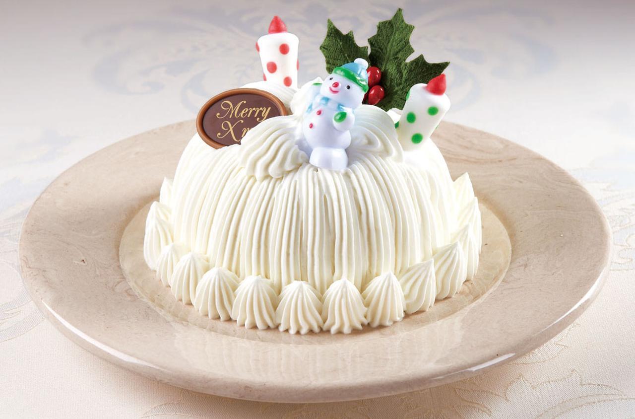 画像: *レストラン レインボー、カフェ&パブ マーキュリー2店舗限定販売(各店限定100個) ホワイトクリスマスを想像させる、まばゆい生クリームの中には、金色に輝く栗が隠れています。マロンシャンテリーファンにはたまらない3個分サイズ。クリスマス限定版です。 価格 : 2,700円(税込) サイズ: 直径12cm