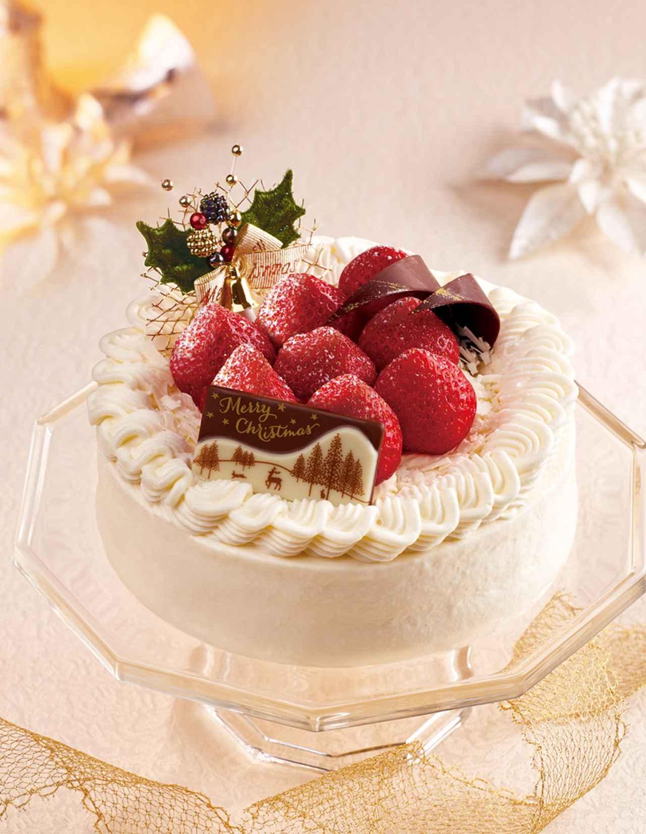 画像: スポンジ、生クリーム、スライスした苺を贅沢に2段にサンドしたクリスマスの定番、苺のショートケーキです。フレッシュな苺に芳醇な香味のマラスキーノ酒とパウダーシュガーをからませ、みずみずしさと香りを際立たせました。ふんわりとした口あたりの後、リッチな味わいが広がります。 価格 : 4,860円(税込) サイズ: 直径15cm