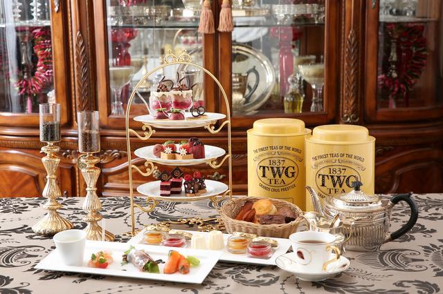 画像1: ■カフェラウンジ「W Café」ではショコラと苺が絶妙にマッチした大人味の『ショコラストロベリーアフタヌーンティー』と、フレッシュ苺15粒をトッピングした『窯だしふわふわ 苺のパンケーキ』