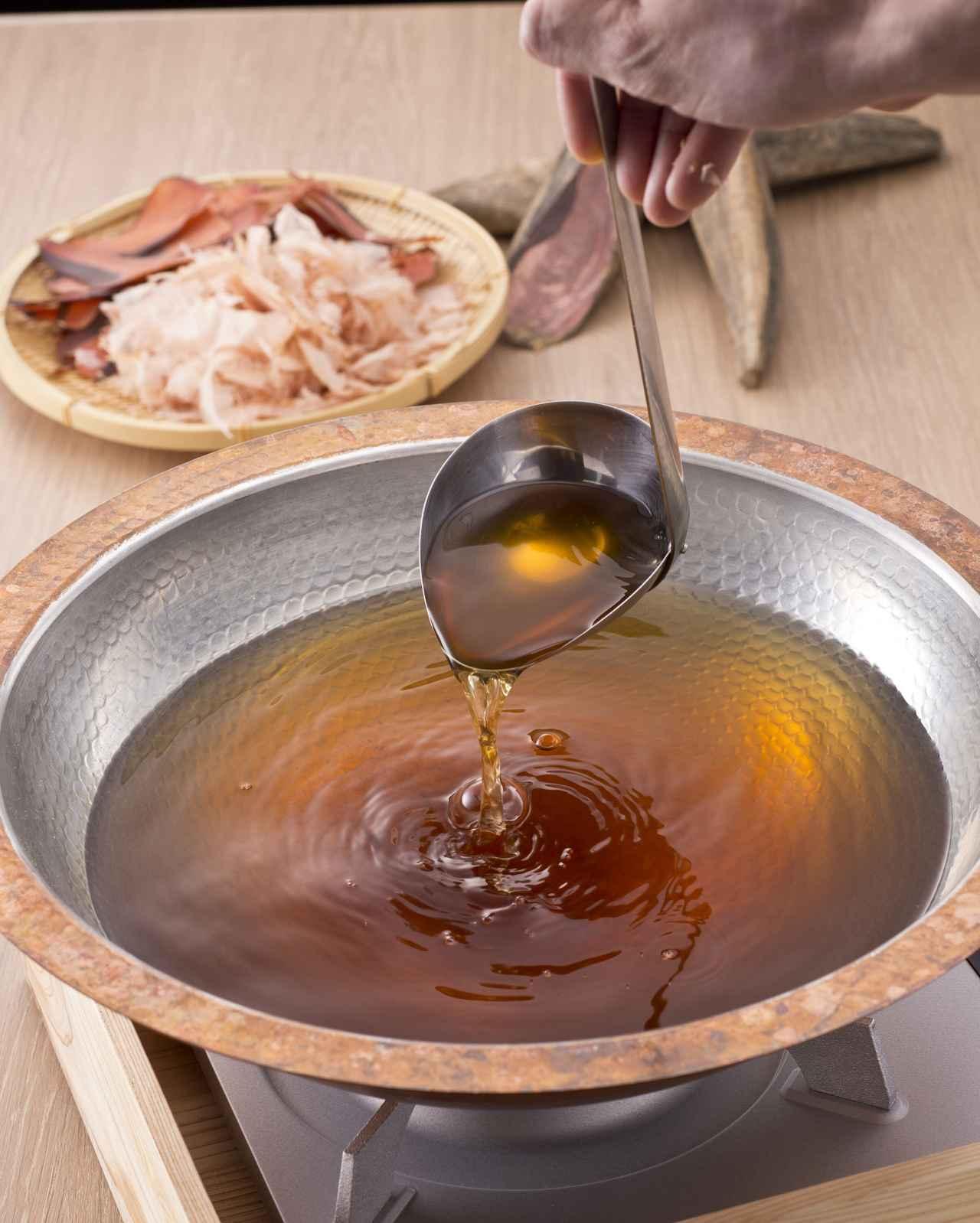 画像: 鰹節は「にんべんの鰹節」を使用・・・・ 1699年創業以来、300年以上も日本食の出汁文化を支えてきた鰹節専門店。当店の鰹節は、 にんべんの本節を使用しています。