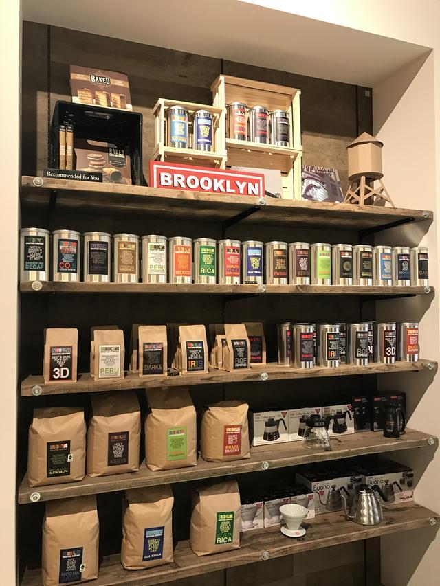 画像: 棚いっぱいに商品が並びます