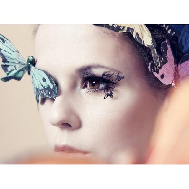 画像: シカと蝶