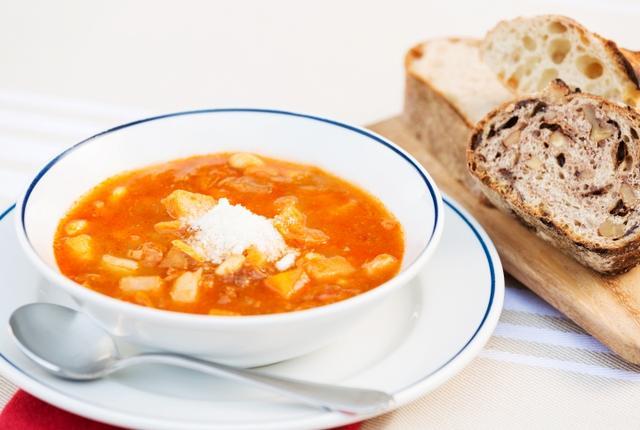 画像: 軽井沢の冬の暮らしを豊かに彩る暖炉をイメージした、見た目もあたたかなスープです。たくさんの野菜の旨味がとじ込められたスープは、赤々と燃える炎のように冷えた体を温めます。