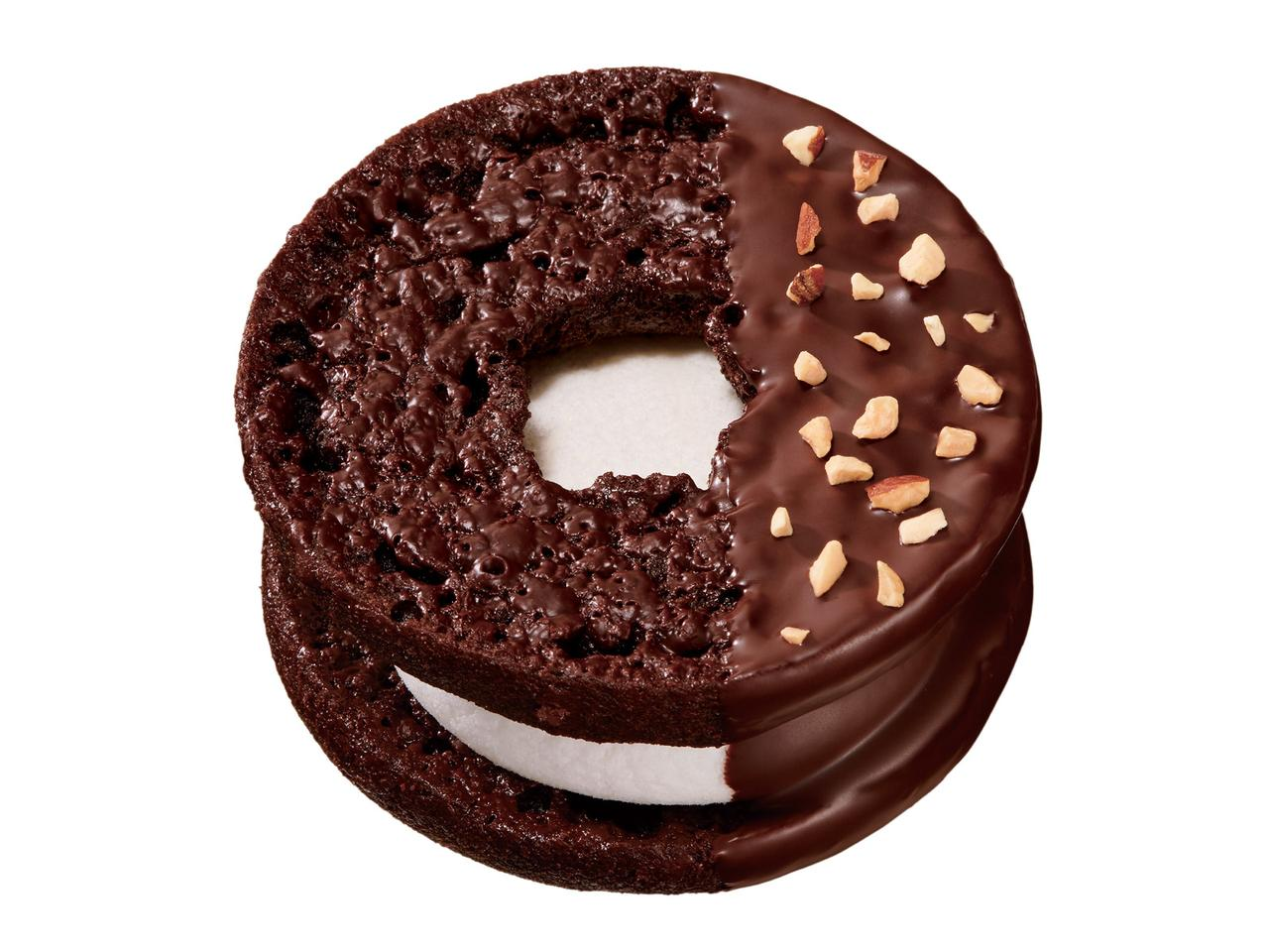 画像: ●焼きマシュマロチョコレート チョコアーモンド(194円) チョコレート生地のドーナツに、クーベルチュールチョコをかけ、オーブンで焼き上げた後、焼きマシュマロを挟み、チョコレートとローストアーモンドでデコレーションしました。