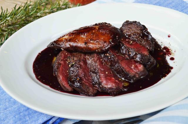 画像: ROSSINI 牛フィレ肉ととろけるフォアグラのステーキ