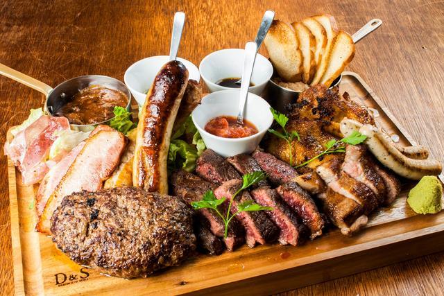 画像: NICK STOCK名物。総重量1kg全10種の肉盛り「ニックビレッジ」