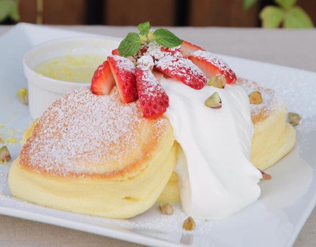 画像: 国産いちごのストロベリーチーズフォンデュパンケーキ