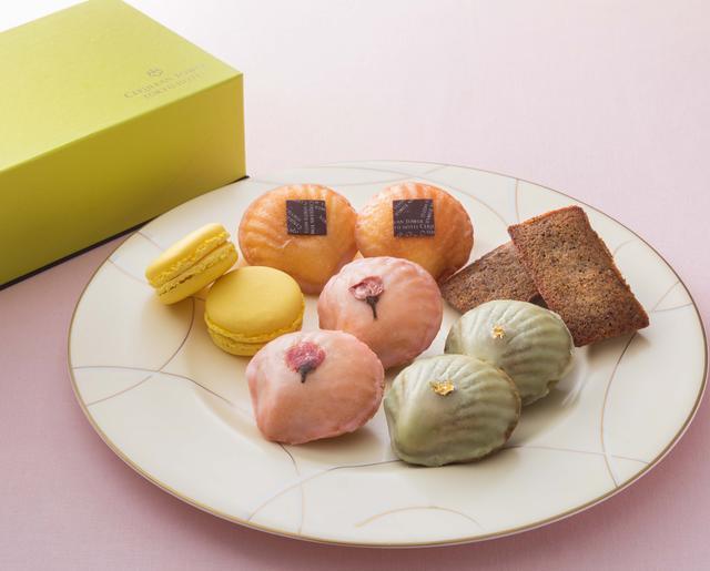 画像: 【和みセレクション 2017 10個(5種類)入り】 マドレーヌ、フィナンシェ、マカロンを各種2個ずつ詰め合わせた、10個入りの焼菓子セットです。マドレーヌは、抹茶、桜、国産レモン、フィナンシェはほうじ茶、マカロンはゆず、と、すべて和テイストの材料でご用意いたしました。オフィスへの手土産としてもおすすめです。