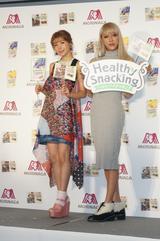画像: 森永製菓『ヘルシースナッキング』新商品発表会にゲストとして仲里依紗さん(左)、GENKINGさん(右)が登場!お美しい!