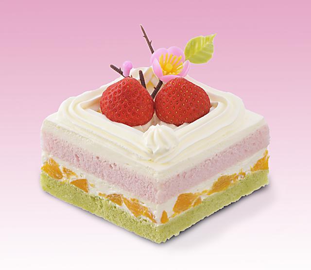 画像: 価 格: 一辺7.5cm/¥500(税込¥540) 特 長: 抹茶スポンジに黄桃&生クリーム、苺風味スポンジを重ねた、菱餅をイメージしてつくったケーキ。苺と生クリームで仕上げて、桃の花を飾りました。