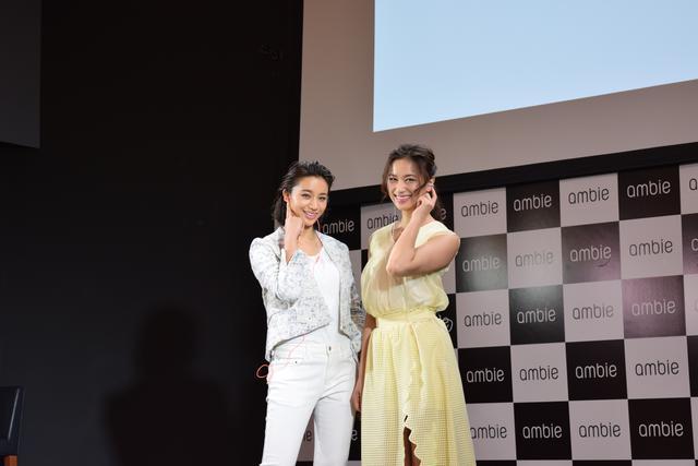 画像: 高橋メアリージュンさん(左)高橋ユウさん(右)も装着感に驚き!