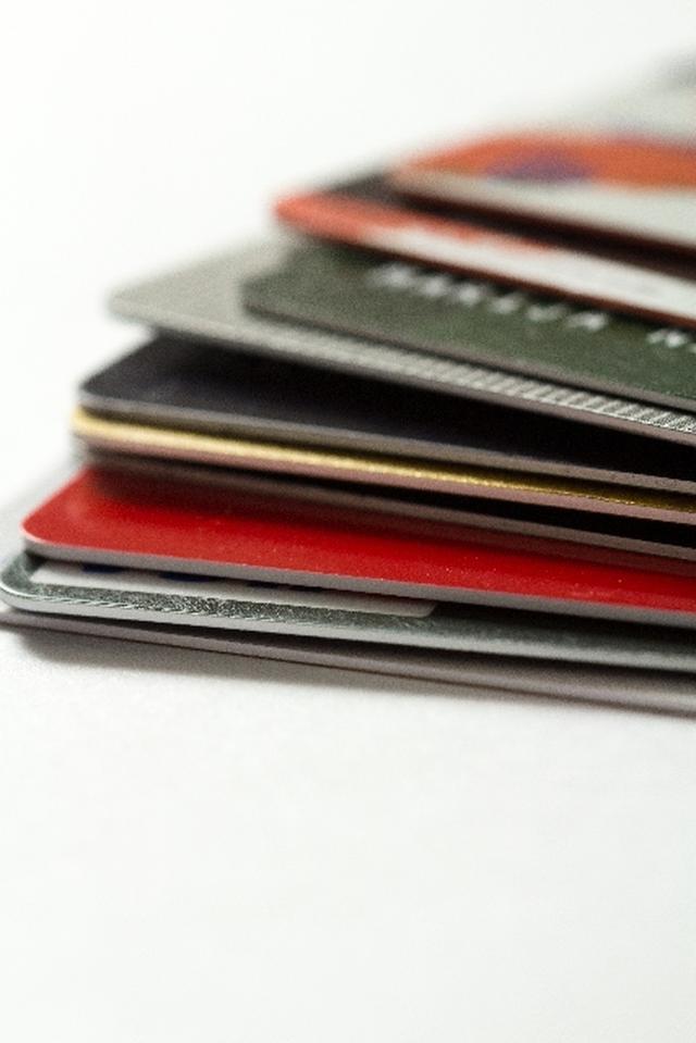 画像: クレジットカードも種類が色々あります