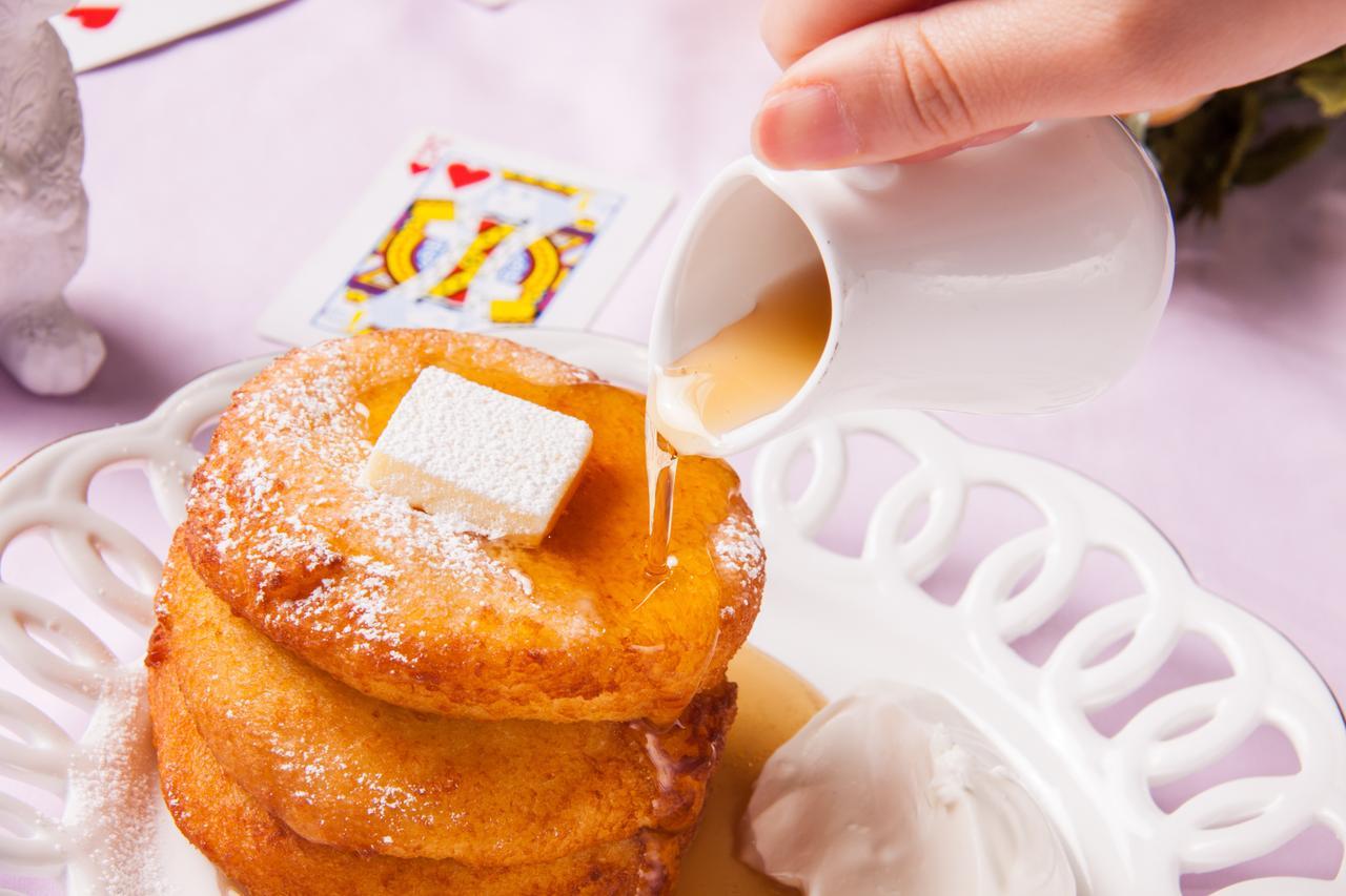 画像: シンプルにバターとメープルシロップでお召し上がりください。 シングル/ 680円(1人分) ダブル/ 880円(2人分) トリプル/ 1,080円(3人分)