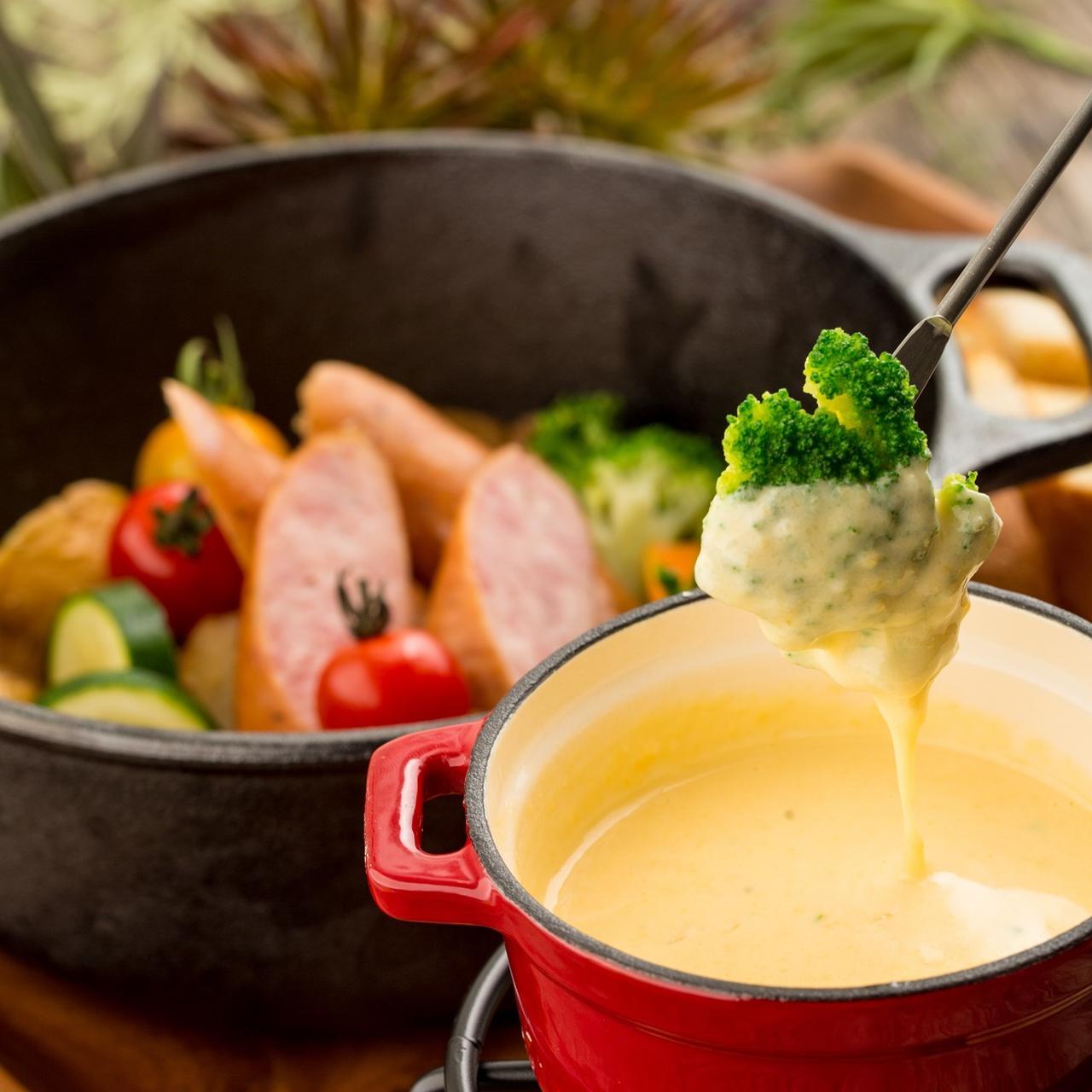 画像1: チーズフォンデュが『980円』で食べ放題!