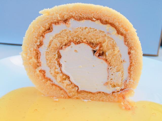 画像1: 蜂蜜がジュワッと染みでるロールケーキを全国にお届け