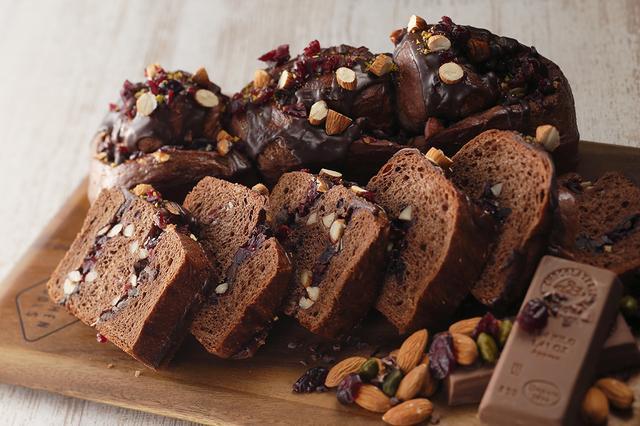 画像: クランベリーとナッツのチョコレートブリオッシュ