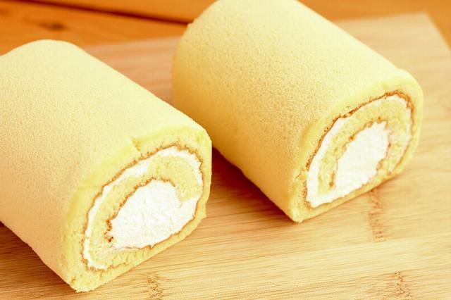 画像2: 蜂蜜がジュワッと染みでるロールケーキを全国にお届け