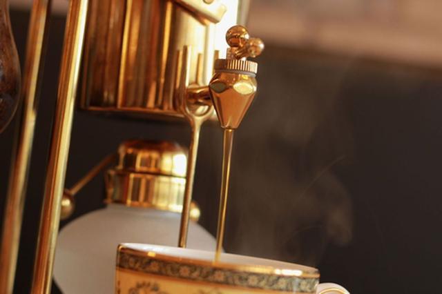 画像2: 世界的にも珍しいコーヒー抽出法『横式サイフォン』