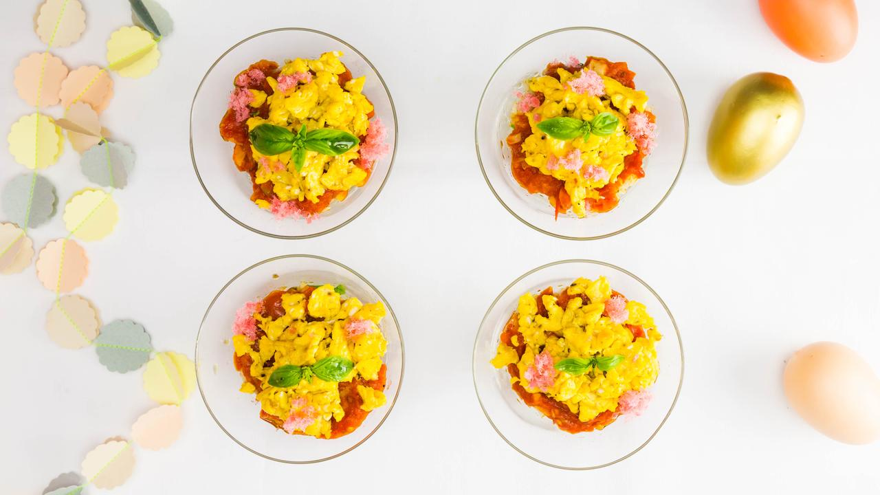 画像: バジルご飯、トマトそぼろ、バターエッグ3つを層にした洋風ちらし。