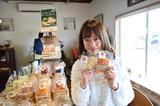 画像: 加藤さんも「お母さんへのお土産に」といっぱい買い込んでいましたw