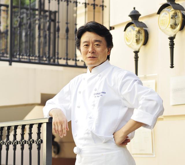 画像: ■植竹 隆政 Takamasa Uetake 1963年神奈川生まれ。高校卒業後、東京調理師専門学校で和食、中華、西洋料理を学ぶ。「バスタパスタ」の開業メンバーとして活躍した後、単身イタリアに渡る。3年間の修行中にオリーブオイルとイタリア野菜の美味しさに開眼。帰国後、「ビゴロッソ」の料理長を経て1999年代官山に「カノビアーノ」をオープン。予約の取れない人気店としても有名。