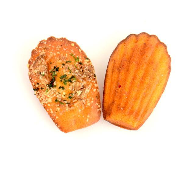 画像: NEAPOLITAN ナポリタン 230円(税込) 懐かしいナポリタンの味を再現。トマトとベーコン、オニオン風味のお食事系マドレーヌ
