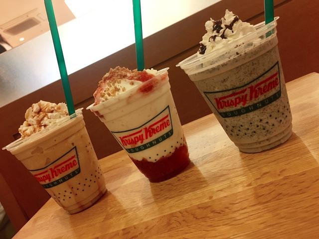 画像: (左から、クリスピーフローズン キャラメルラテ、クリスピーフローズン ストロベリーチーズケーキ、クリスピーフローズンクッキー&クリーム)