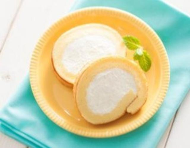 画像: 人気商品 『THEセブンロール』 158円(税込170円)5月2日(火)以降順次 ◆濃厚なホイップクリームを増量し、コクのある味わいのロールケーキに仕立てました。 ◆ホイップクリームは毎日工場で立て、ひとつひとつ丁寧に手で巻いています。 ◆生地は、細かく粉砕した薄力粉を使用する ことで口どけが良くなりました。