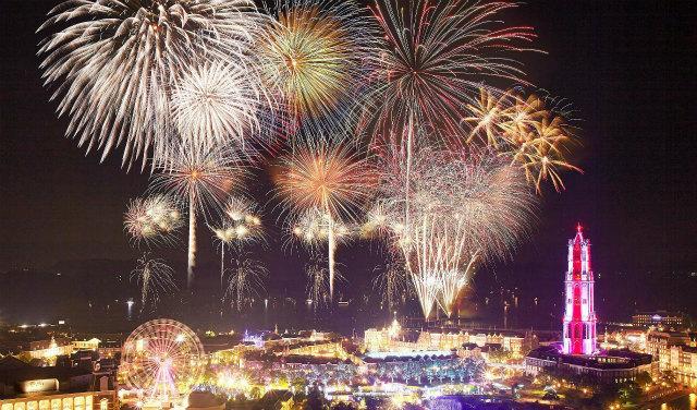 画像2: 夏一番花火大会18,000発の大花火と音楽のコラボレーション!