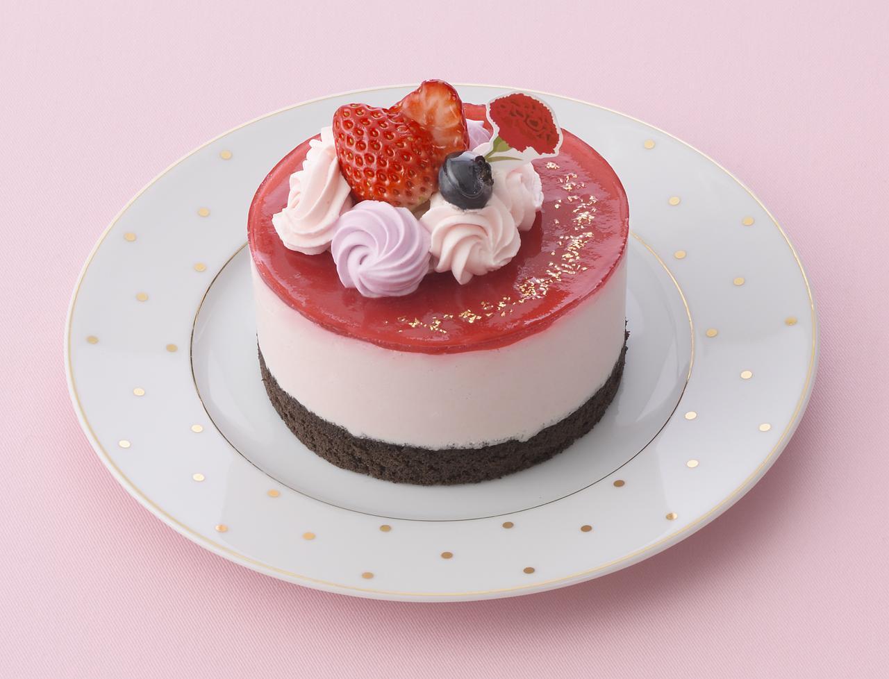 画像: 価 格: <直径10cm>¥1,380(税込¥1,490) 販売期間: 2017年5月6日(土)~14日(日) 特 長: チョコクリームに苺ジャムと苺ムースを重ね、真っ赤なラズベリージュレで仕上げた華やかなデコレーションケーキ。ベリーの酸味とチョコのまろやかさがとけ合います。母の日ピック付き。