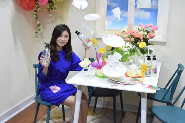 画像: ~Active & Smile~ カラフルなバルーンとテーブルセッティングが弾む気持ちを表現。アクティブな気分 www.kao.co.jp
