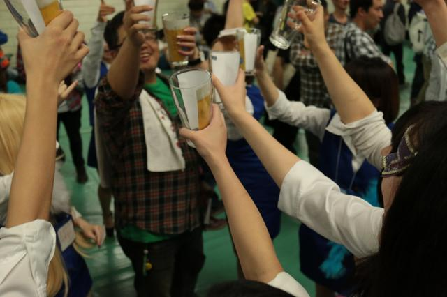 画像: 『今日も1日お疲れ様でした〜。乾杯わっしょーい!』