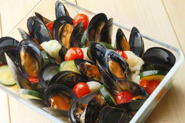 画像: オーストラリア産ムール貝とスズキの白ワイン蒸し 木の芽味噌風味