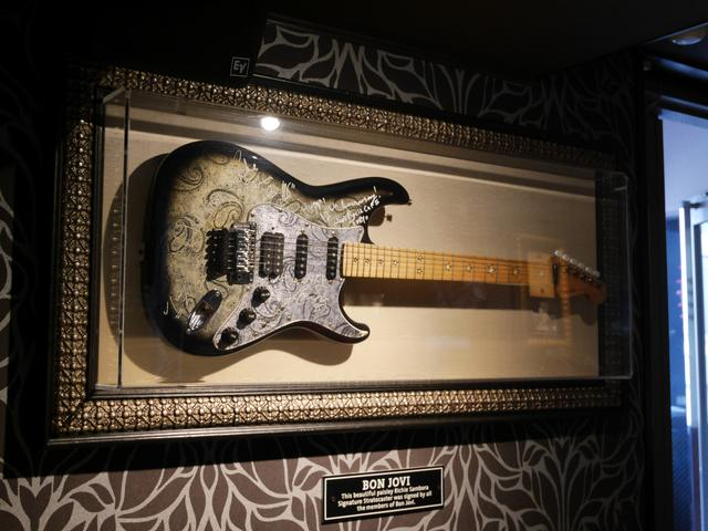 画像: 「BON JOVI」のギター