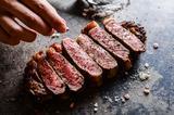 画像: 焼き加減、塩加減にこだわるステーキはカフェの域を超えた美味しさ。