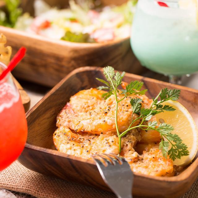 画像: ◆ハワイのB級グルメ『Giovanni's』のガーリックシュリンプがいただけます。 ALEE BEACHは、ノースショア発祥の『Giovanni's』の正規加盟店で、本場の味を手軽に都内で楽しむことができます。