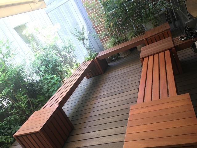 画像: 外のベンチでも頂けます♪