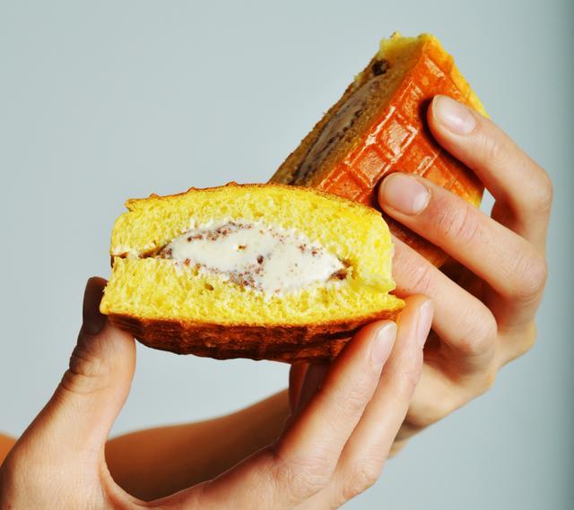 画像: バニラ、チョコ、抹茶。クリーム系アイスクリームをはさんで召し上がれ