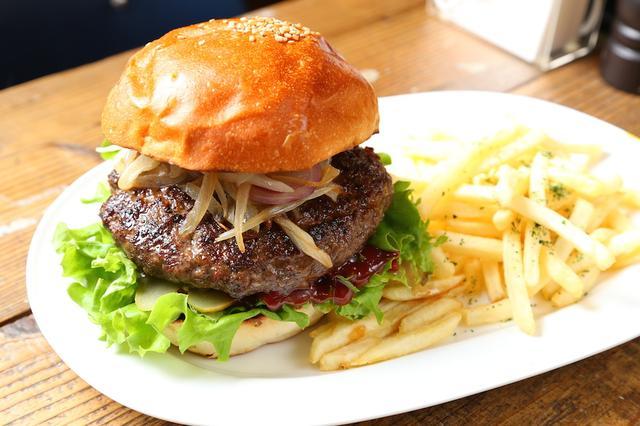 画像: USプライムビーフ100%肉汁たっぷりハンバーガー