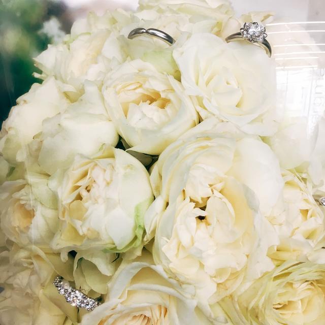 画像: お花と共にプロポーズされたい指輪です。