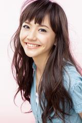 画像: 松井愛莉 雑誌『Ray』専属モデルとして活動し、テレビドラマやCMに出演するなど活動の場を広げている。