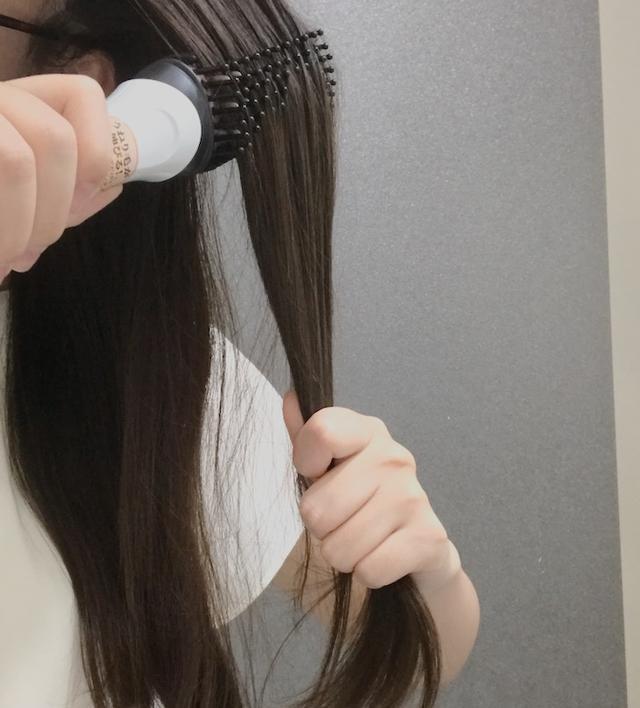 画像: ■軽く水かトリートメントで髪を整えてからスタート