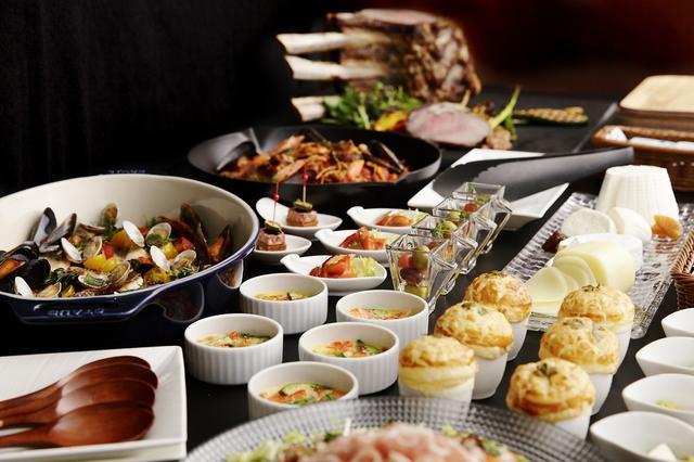 画像1: 華やかでフォトジェニックな料理が並ぶ新感覚のブッフェ 「Buffet&Cafe SLOPE SIDE DINER ZAKURO」