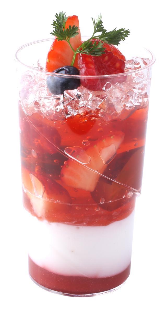 画像: 【商品名】 ヴェリーヌ・オ・ベリー 【価格】 本体価格¥480(税込¥519) 苺やフランボワーズをとじ込めた甘酸っぱいジュレに、ココナッツジュレとフレーズソースを 重ねました。