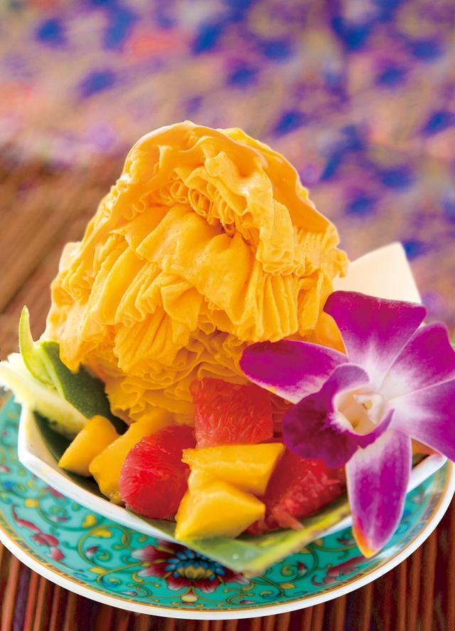画像: ● マンゴースノーアイス 750円(税込) シンガポール発の新食感かき氷。きめが細かく、口に含むとふわっと雪のように溶けていきます。マンゴーの濃厚な味わいと、アイスクリームより爽やかな口どけが特徴です。
