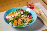 画像: ●パワーサラダ ¥780 「タンパク質」「緑黄色野菜」「フルーツ」「オイル&ビネガー」の4つの素材をうまく組み合わせ、ビタミン、ミネラル、食物繊維、タンパク質、脂質など、体に大切な栄養素が無理なく摂取できるサラダ。 (デコポン、旬の新鮮野菜、スプラウト、キヌア、ケール、ビーンズ、鶏ささみ等)